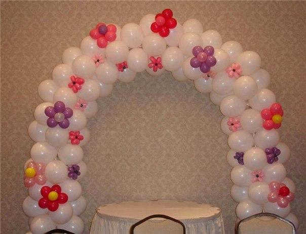 Гирлянда с цветами из шаров